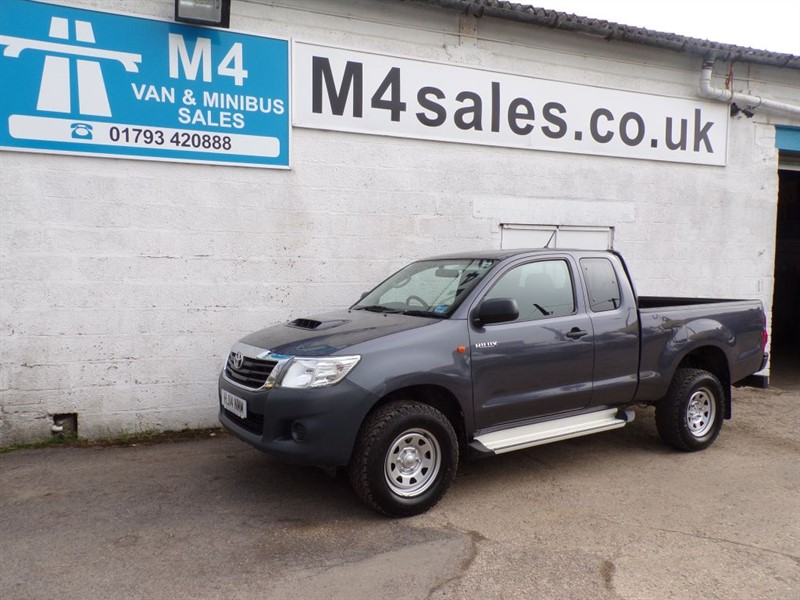 used Toyota Hilux HI-LUX ACTIVE 4X4 D-4D KING-CAB in wiltshire