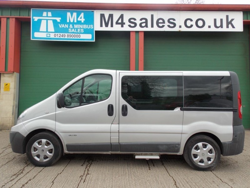 used Renault Trafic 8st swb wheelchair minibus in wiltshire