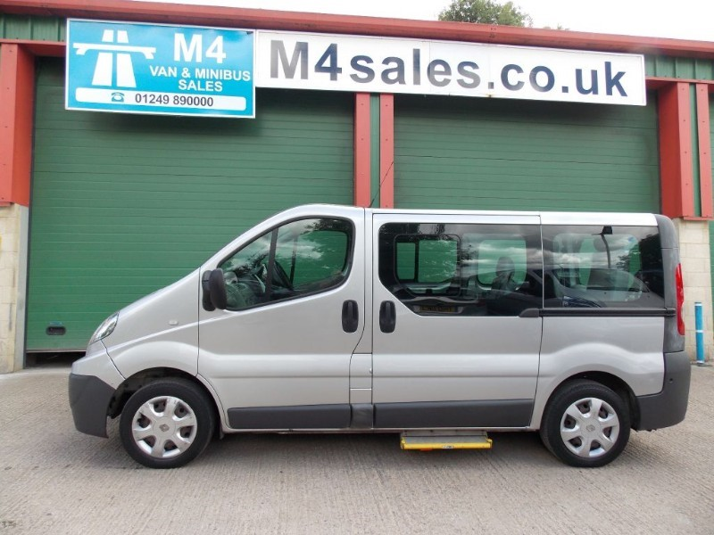 used Renault Trafic 7st +W/chair minibus. in wiltshire