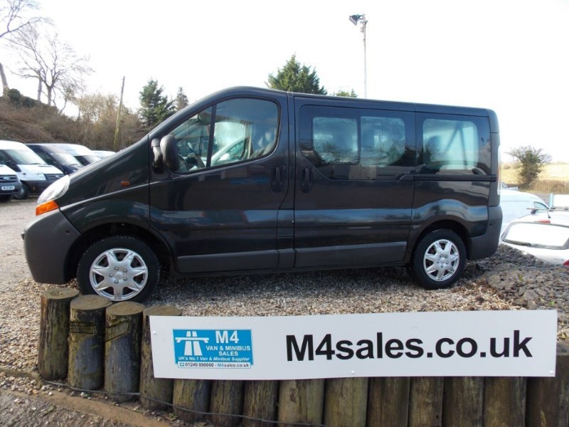 used Renault Trafic 9 seat swb minibus with a/c in wiltshire