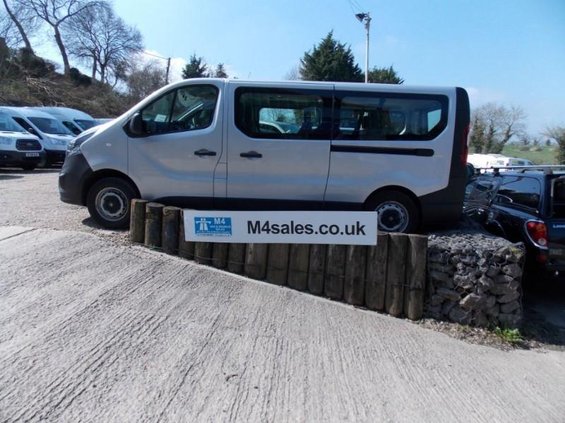 used Vauxhall Vivaro 115PS,9 seat lwb minibus,a/con. in wiltshire