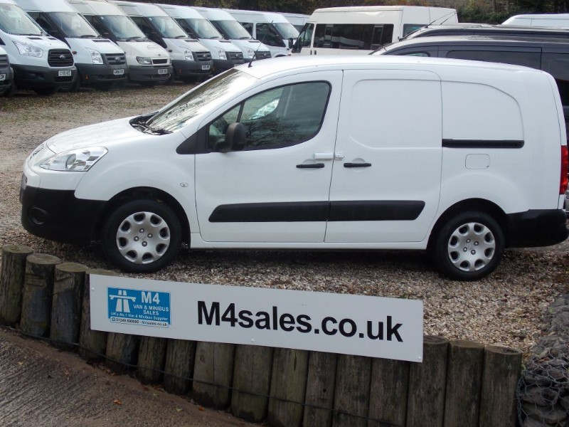 used Peugeot Partner HDI SE L2 750 Lwb No VAT FSH 3 Seats A/C in wiltshire