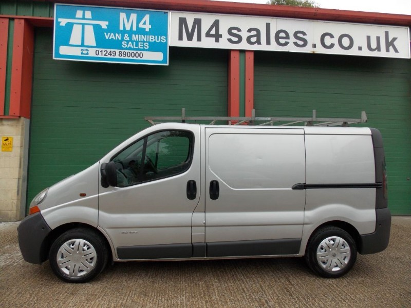 used Renault Trafic swb van with twin sld.**No Vat** in wiltshire