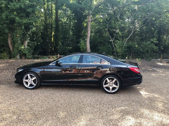 used Mercedes  CLS350 CDI BLUEEFFICIENCY SPORT LEATHER SEATS HIGH SPEC FULL SERVICE HISTORY in new-haw-surrey