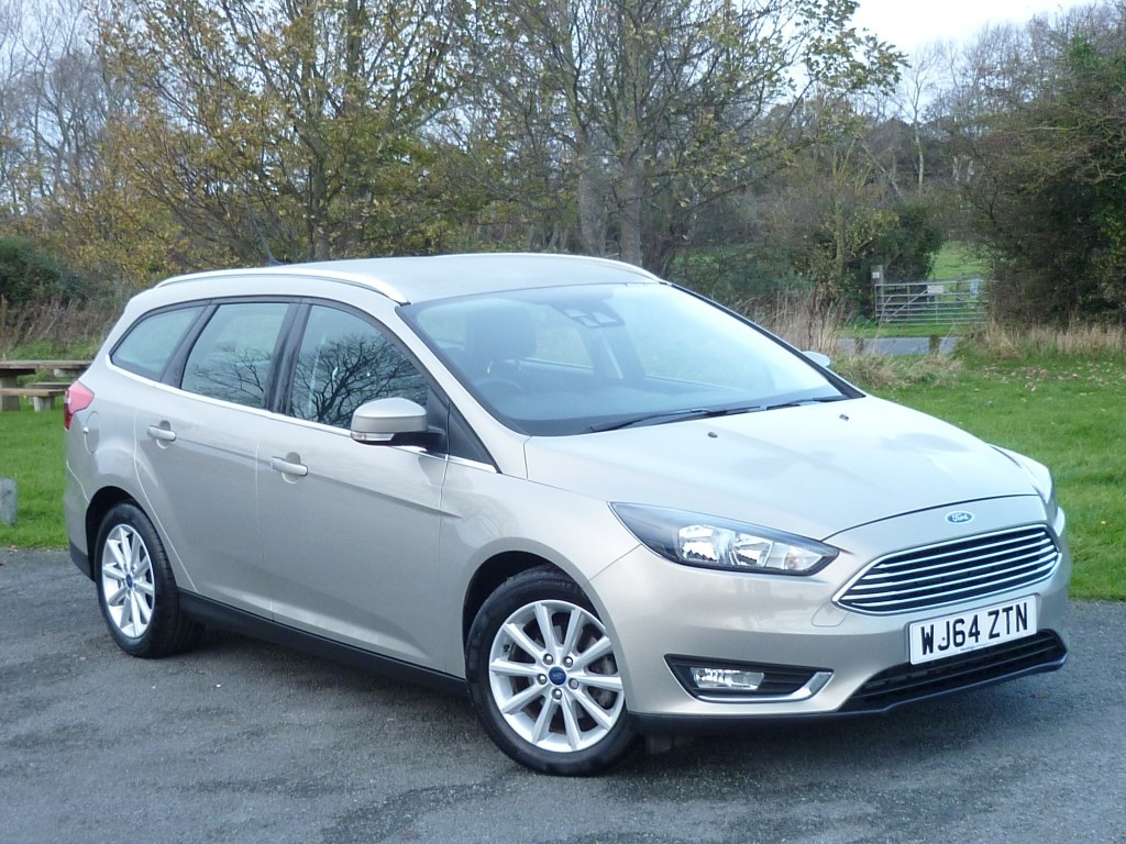 used Ford Focus TITANIUM [NAV] AUTO ESTATE WITH 1 YEAR FREE STANDARD AA MEMBERSHIP** in wirral-cheshire