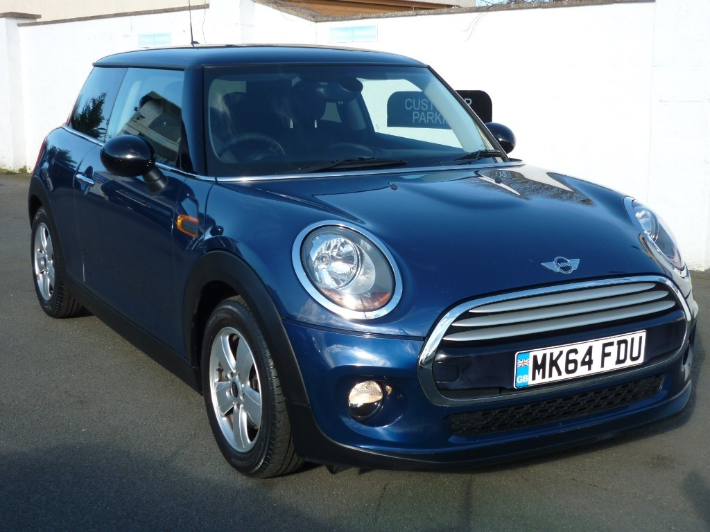 used MINI  COOPER D WITH 2 YEARS FREE SERVICING* in wirral-cheshire