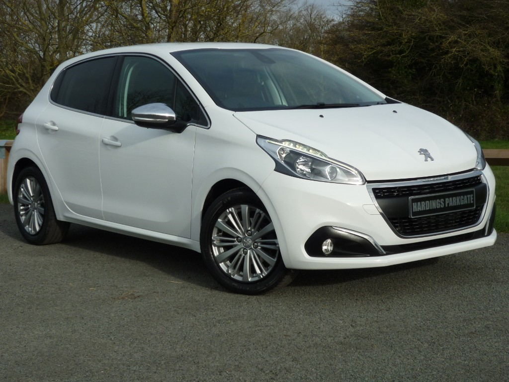 used Peugeot 208 ALLURE 2 YEARS FREE SERVICING* in wirral-cheshire