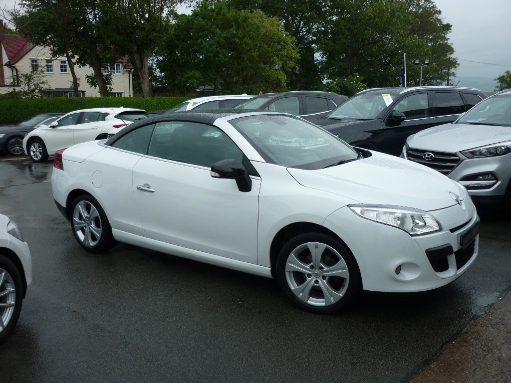 used Renault Megane DYNAMIQUE TOMTOM VVT CONVERTIBLE in wirral-cheshire