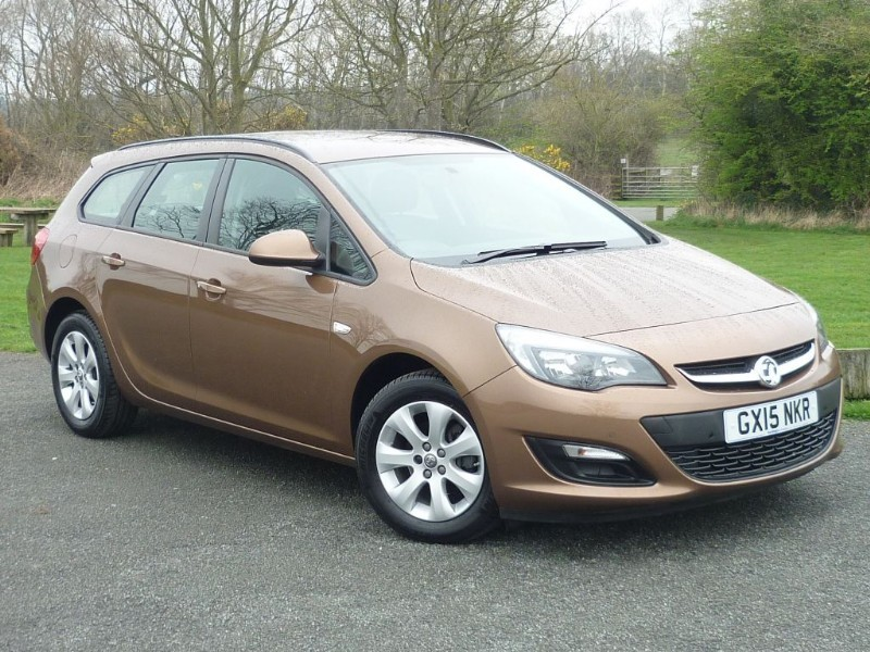 used Vauxhall Astra DESIGN AUTO SPORT TOURER ESTATE in wirral-cheshire