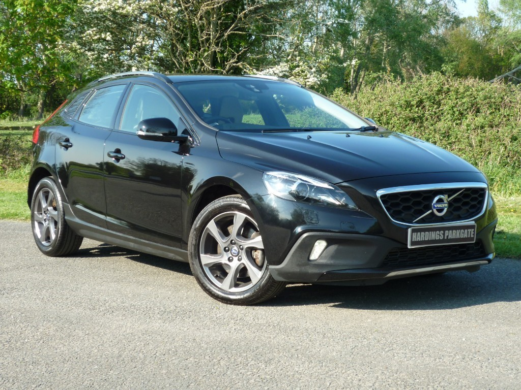 used Volvo V40 D2 CROSS COUNTRY LUX AUTO in wirral-cheshire