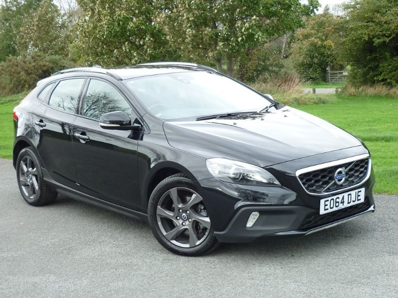 used Volvo V40 D2 CROSS COUNTRY LUX WITH 1 YEAR FREE AA MEMBERSHIP** in wirral-cheshire