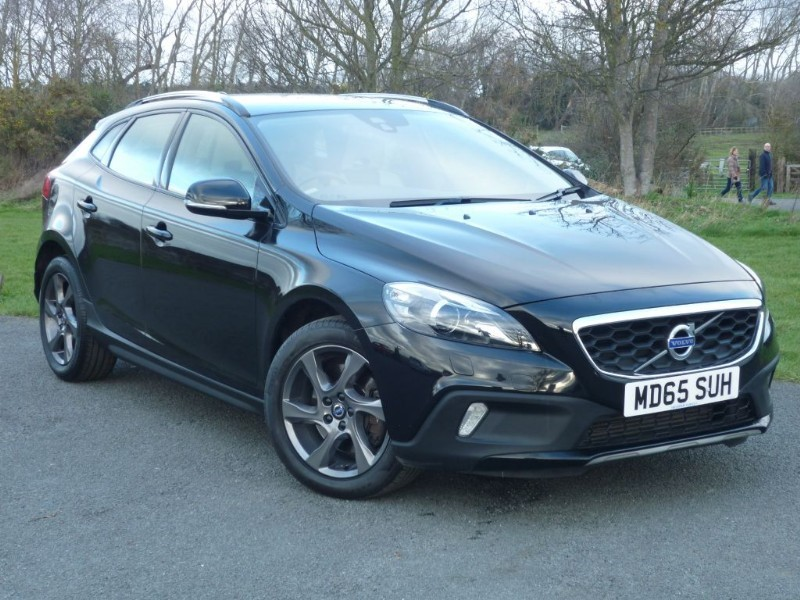 used Volvo V40 D2 CROSS COUNTRY LUX in wirral-cheshire