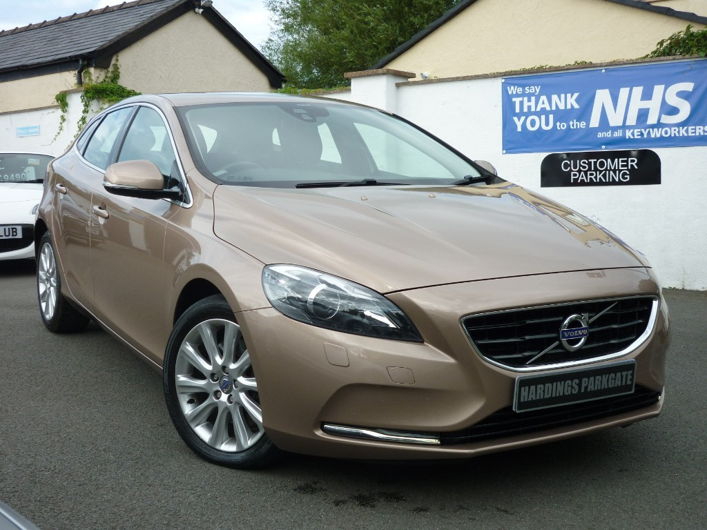 used Volvo V40 D3 SE LUX AUTO 2 FREE SERVICES + FREE MOT'S FOR LIFE* in wirral-cheshire
