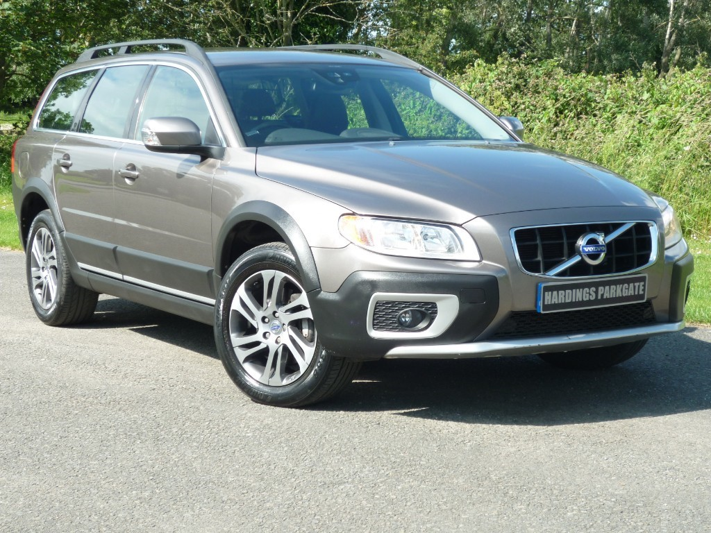 used Volvo XC70 D3 SE AUTO ESTATE in wirral-cheshire