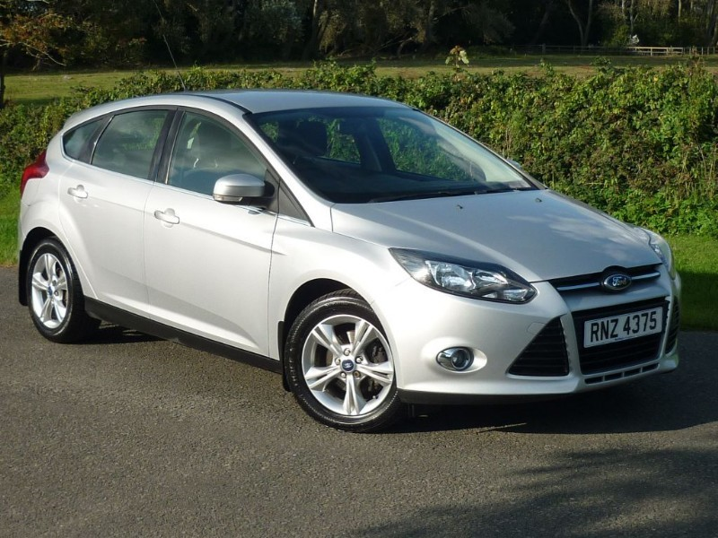 used Ford Focus ZETEC WITH 2 YEAR FREE SERVICING* in wirral-cheshire