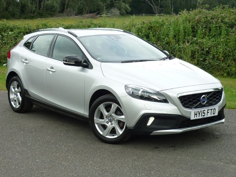 used Volvo V40 D2 Cross Country Lux Powershift Auto WITH 2 YEAR FREE SERVICING* in wirral-cheshire