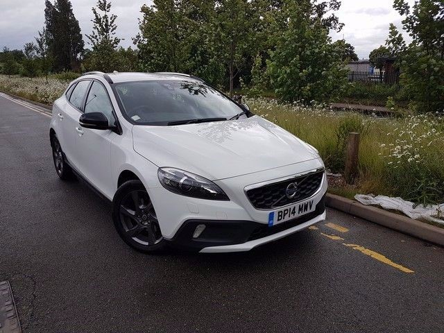 used Volvo V40 D2 CROSS COUNTRY LUX WITH 2 YEAR FREE SERVICING* in wirral-cheshire