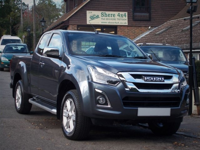 used Isuzu D-Max 1.9TD Yukon Extended Cab - ONE OWNER in surrey-sussex