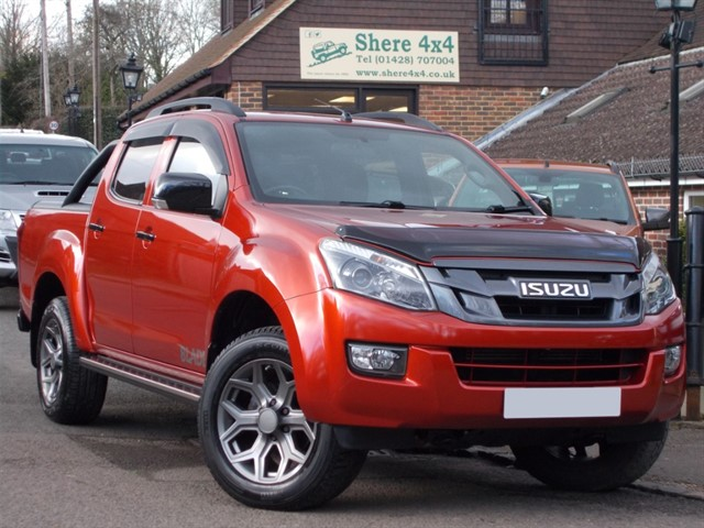 used Isuzu D-Max 2.5TD Blade Auto Doublecab - WITH ROLLER SHUTTER in surrey-sussex