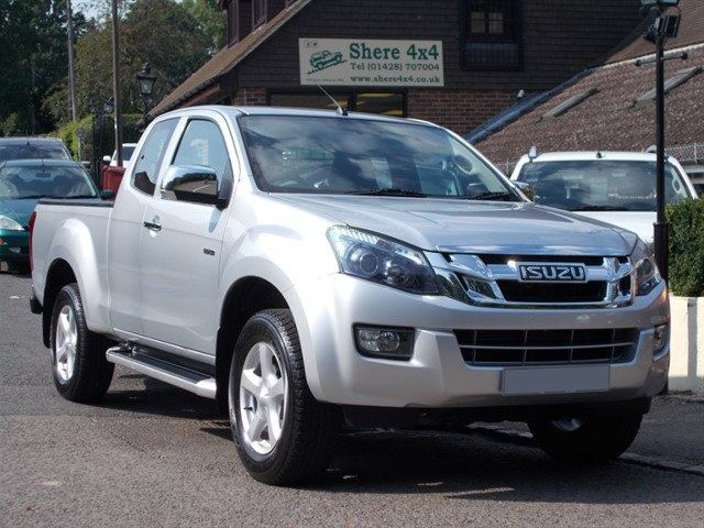 used Isuzu D-Max 2.5TD Yukon Extracab - 27K MILES ONLY in surrey-sussex