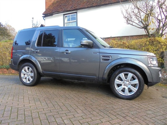 used Land Rover Discovery SDV6 AUTO SE TECH SAT/NAV VAT QUALIFYING in surrey-sussex