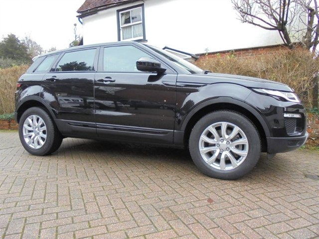 used Land Rover Range Rover Evoque TD4 4WD SE TECH SAT/NAV   in surrey-sussex