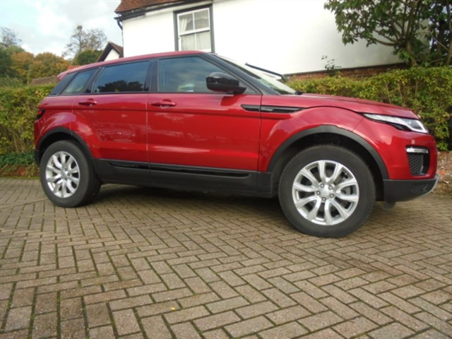 used Land Rover Range Rover Evoque TD4 SE TECH SAT/NAV PAN ROOF POWER TAILGATE in surrey-sussex