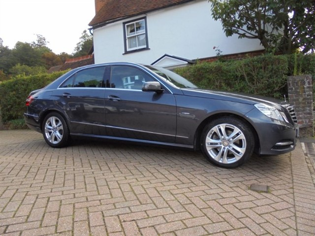 used Mercedes E220 CDI BLUEEFFICIENCY EXECUTIVE SE 18500 MILES FMBSH in surrey-sussex