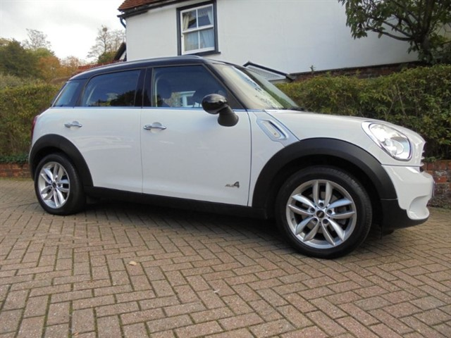 used MINI Countryman COOPER ALL4 CHILLI PACK in surrey-sussex