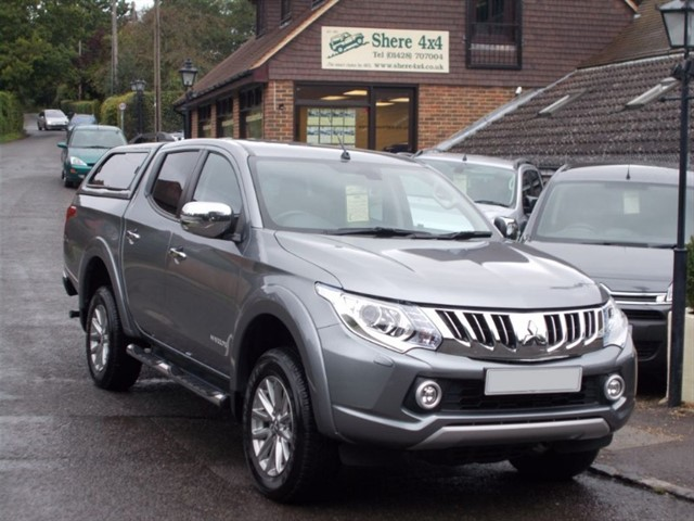 used Mitsubishi L200 2.4 DID Warrior Auto Doublecab - WITH HARDTOP - SAT NAV in surrey-sussex