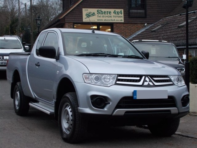 used Mitsubishi L200 2.5DID 4Life Clubcab - ONE OWNER in surrey-sussex