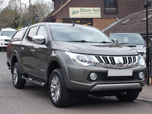 used Mitsubishi L200 2.4 DID Warrior Doublecab - NO VAT - WITH HARDTOP in surrey-sussex
