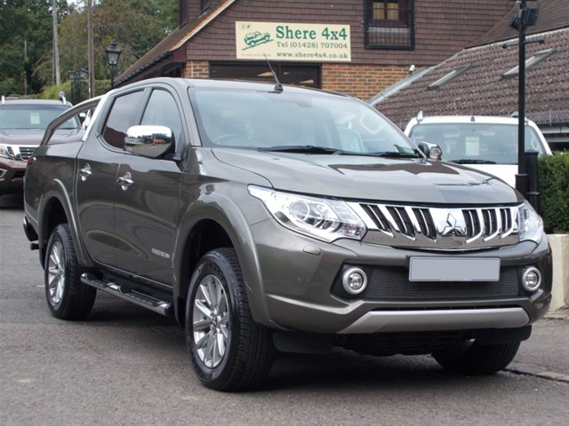used Mitsubishi L200 2.4 DID Barbarian Auto Doublecab - 1 Owner in surrey-sussex