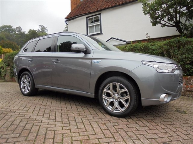used Mitsubishi Outlander PHEV GX 4H Sat/nav R camera FMSH in surrey-sussex