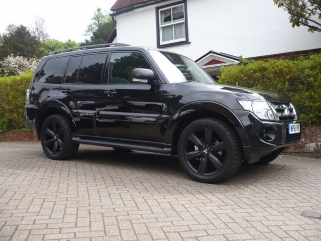 used Mitsubishi Shogun DI-DC SG4 RARE BLACK EDITION TOP SPEC in surrey-sussex
