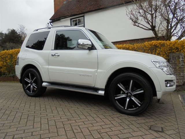 used Mitsubishi Shogun DI-DC BARBARIAN SPEC SAT/NAV.. in surrey-sussex