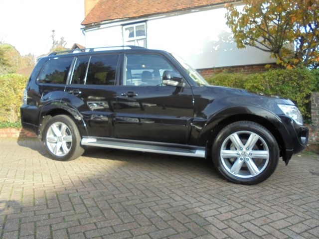 used Mitsubishi Shogun DI-D SG4 SAT/NAV REAR DVD SCREENS 7 SEATS++  in surrey-sussex