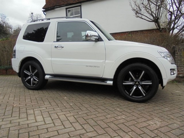 used Mitsubishi Shogun DI-DC BARBARIAN SAT/NAV FMSH in surrey-sussex