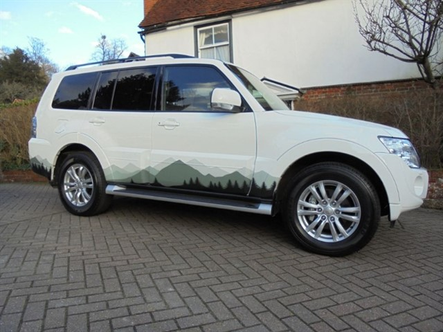used Mitsubishi Shogun DI-D SG3 SAT/NAV 7 SEATS 11000 MILES ONLY in surrey-sussex