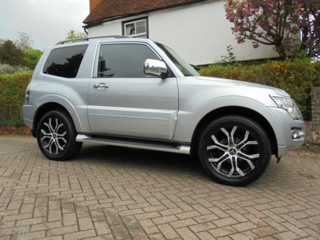used Mitsubishi Shogun DI-D BARBARIAN COMMERCIAL SAT/NAV FMSH in surrey-sussex