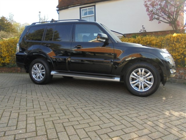 used Mitsubishi Shogun DI-D SG3 SAT/NAV 7 SEATS in surrey-sussex