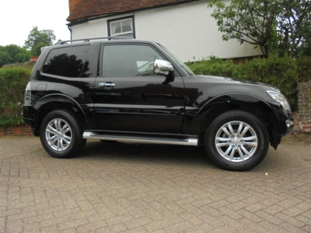 used Mitsubishi Shogun DI-D WARRIOR COMMERCIAL 12000 MILES FMSH in surrey-sussex