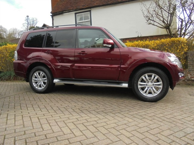 used Mitsubishi Shogun DI-D SG3 LWB Sat/nav R camera 7 seats in surrey-sussex