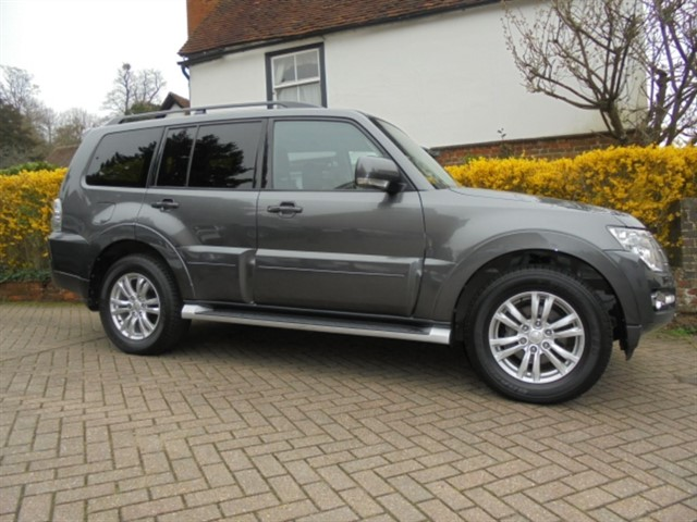 used Mitsubishi Shogun DI-D SG3 Sat/nav R camera 7 seats in surrey-sussex
