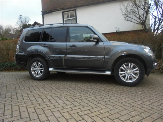used Mitsubishi Shogun DI-D SG3 LWB 1 Owner 3 Mitsubishi stamps in surrey-sussex