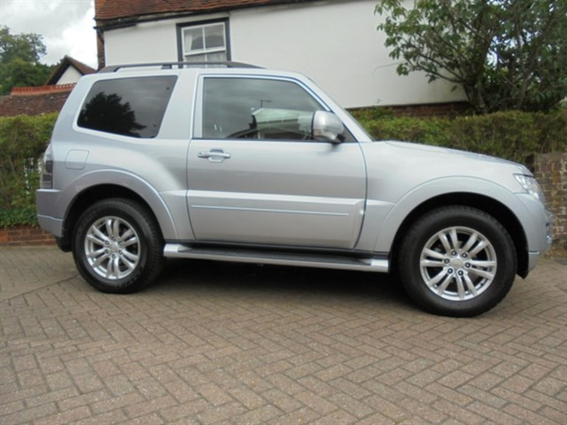 used Mitsubishi Shogun DI-D 4WORK SG2 Commercial Manual in surrey-sussex