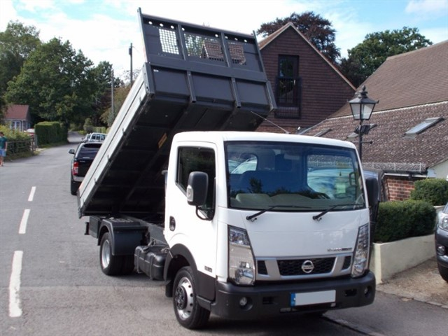 used Nissan Cabstar NT400 2.5 DCi MWB 35.14 Tipper - 15k MILES in surrey-sussex