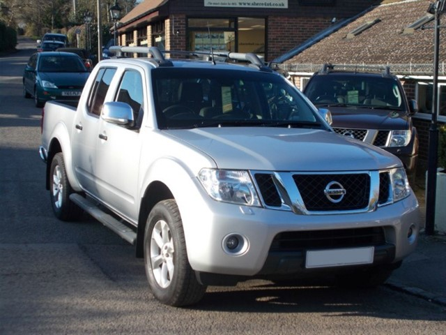 used Nissan Navara 2.5 DCi Tekna Connect Doublecab - 23k MILES - ONE OWNER in surrey-sussex