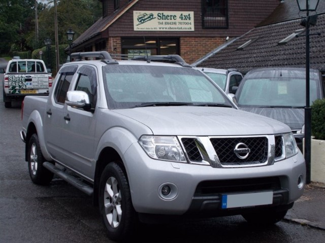 used Nissan Navara 2.5 DCi Tekna Connect Doublecab - AUTO - NO VAT TO PAY in surrey-sussex