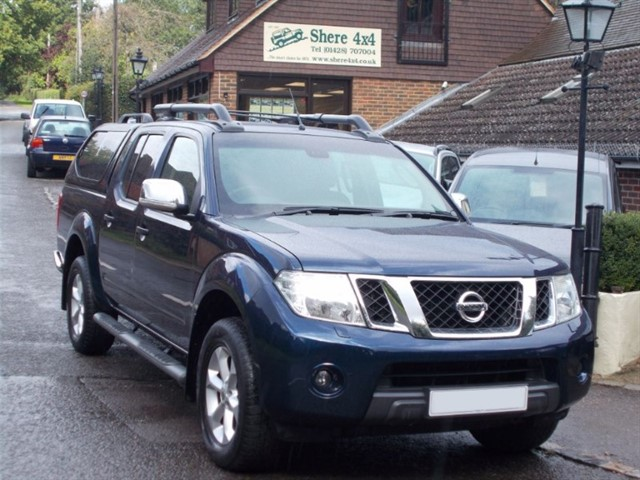used Nissan Navara 2.5 DCi Tekna Connect Doublecab - WITH HARDTOP - ONE OWNER - NO VAT in surrey-sussex